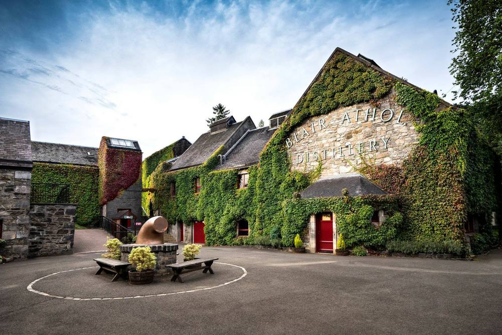 Blair Athol Distillery exterior photo
